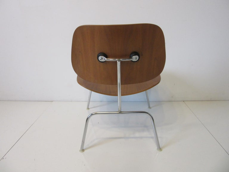 20th Century Eames Walnut LCM Lounge Chair with Chrome Frame for Herman Miller 'A' For Sale