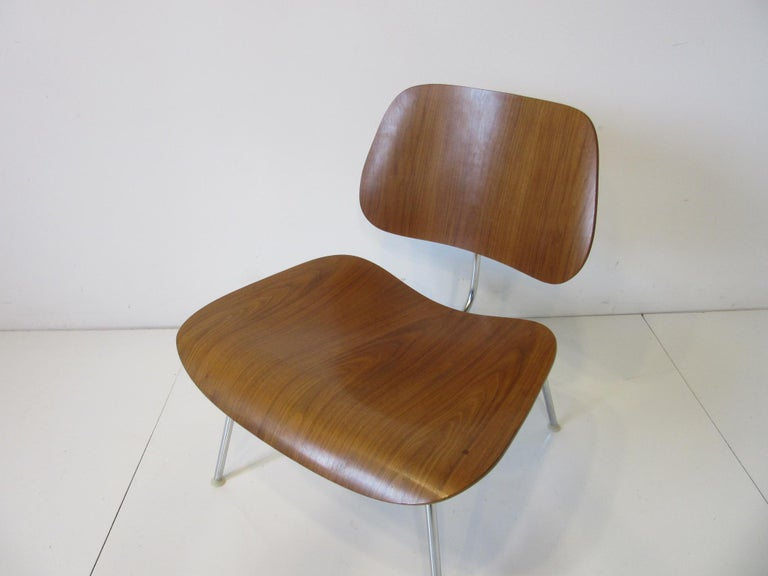 Eames Walnut LCM Lounge Chair with Chrome Frame for Herman Miller 'A' For Sale 2