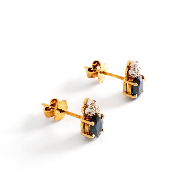 Ear Studs Earrings Oval Sapphire and Diamond claw set on Yellow Gold. Sapphire Oval height: 6.51 millimeters. Earrings height: 1.00 centimeter. Earrings width: 0.60 centimeter. Gross weight: 2.67 grams.