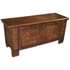 Early 1800s Gothic Style Oak Trunk from Spain