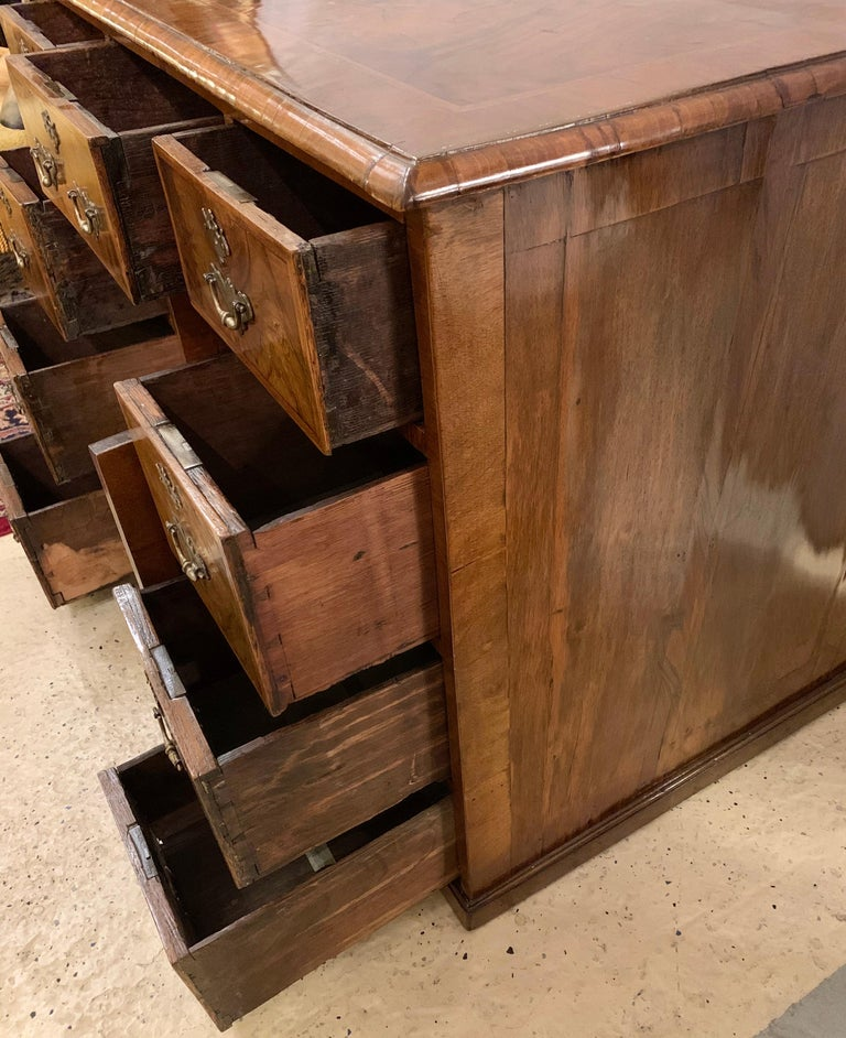 Early 18th-19th Century George lll Knee Hole Desk Writting Table For Sale 7