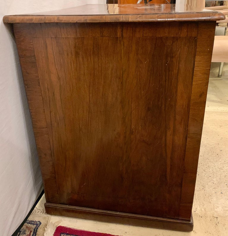 Early 18th-19th Century George lll Knee Hole Desk Writting Table For Sale 11