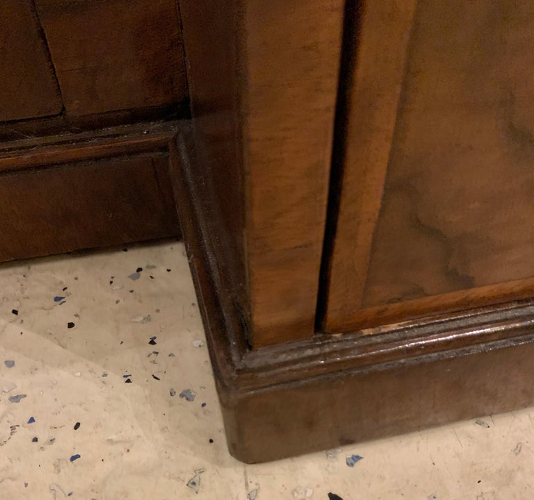 Early 18th-19th Century George lll Knee Hole Desk Writting Table For Sale 13