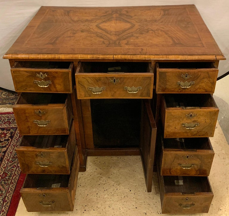 Early 18th-19th Century George lll Knee Hole Desk Writting Table For Sale 3