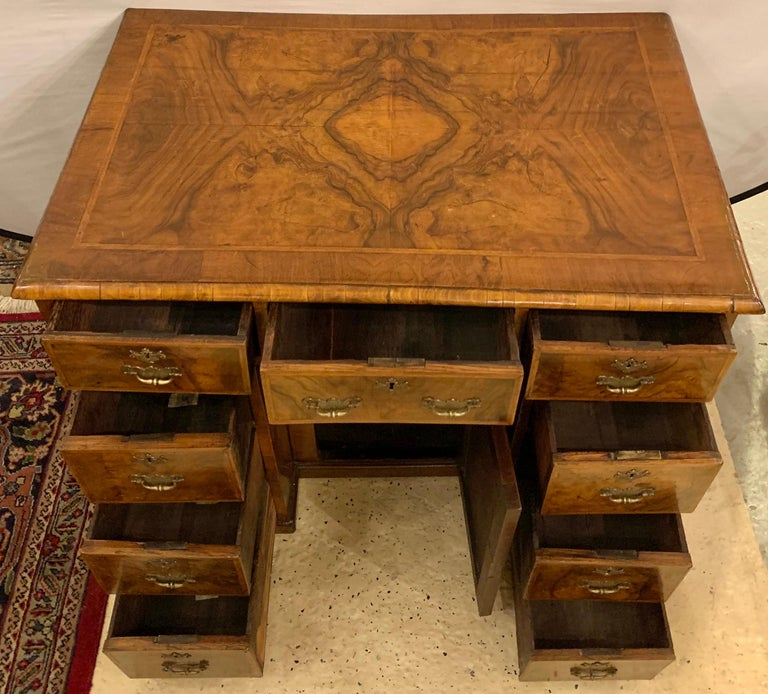 Early 18th-19th Century George lll Knee Hole Desk Writting Table For Sale 4
