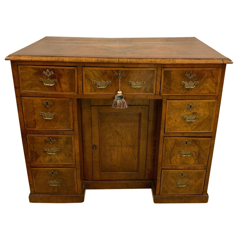 Early 18th-19th Century George lll Knee Hole Desk Writting Table For Sale