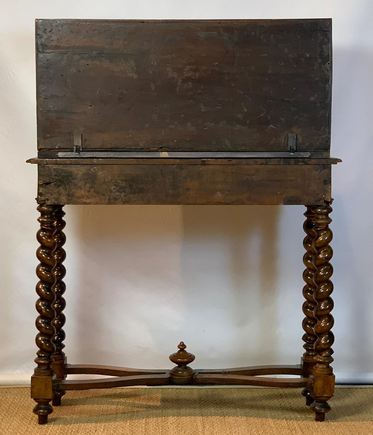 Early 18th Century Burl Walnut Cabinet on Stand In Good Condition For Sale In Kilmarnock, VA