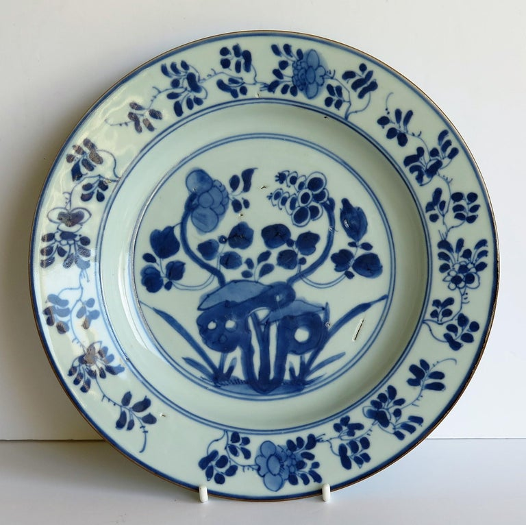 Hand-Painted Early 18th Century Chinese Porcelain Plate Blue and White, Qing, circa 1730 For Sale