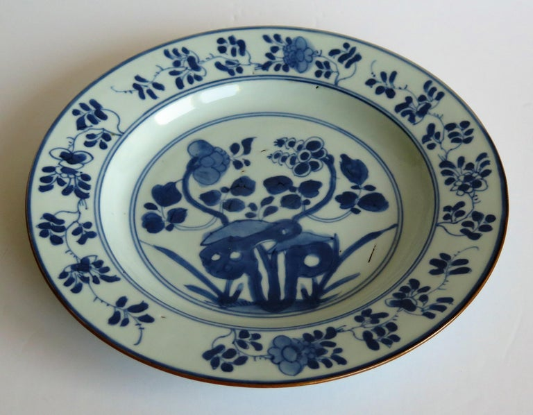 Early 18th Century Chinese Porcelain Plate Blue and White, Qing, circa 1730 For Sale 2