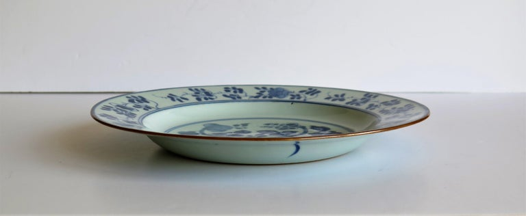 Early 18th Century Chinese Porcelain Plate Blue and White, Qing, circa 1730 For Sale 5