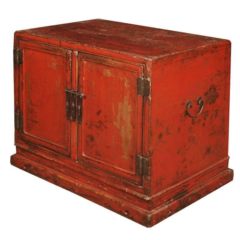 Qing Early 18th Century Chinese Red Lacquer Cabinet For Sale