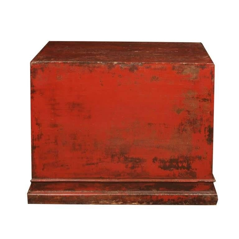 Early 18th Century Chinese Red Lacquer Cabinet In Good Condition For Sale In Chicago, IL
