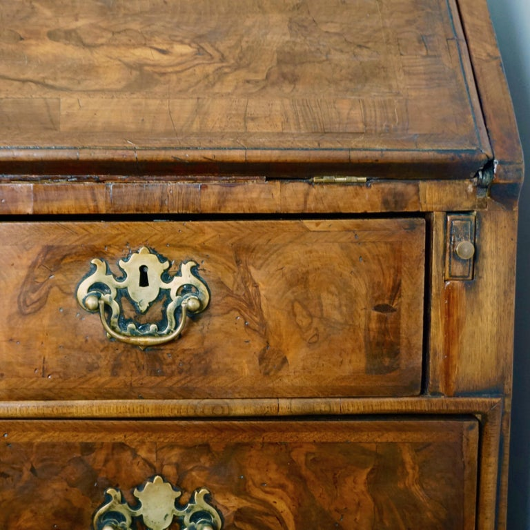 Early 18th Century English Walnut Veneered Stepped Interior Georgian Bureau Desk For Sale 11