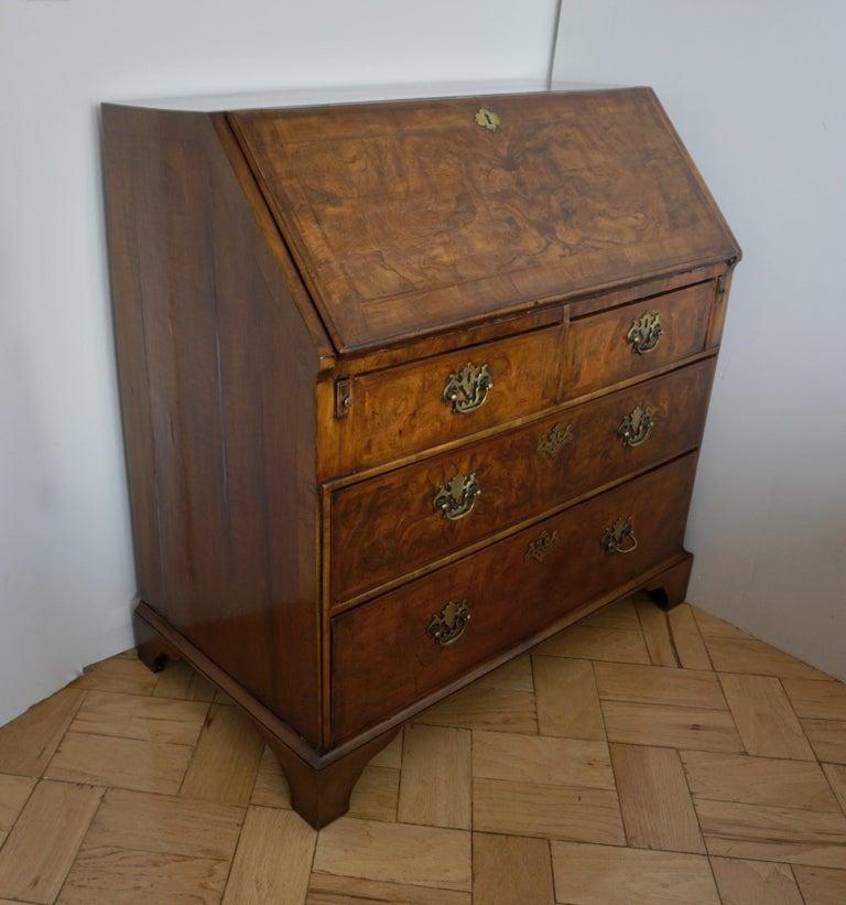 Early 18th Century English Walnut Veneered Stepped Interior Georgian Bureau Desk For Sale 13