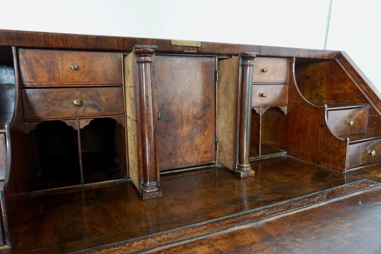 Early 18th Century English Walnut Veneered Stepped Interior Georgian Bureau Desk In Good Condition For Sale In New York, NY