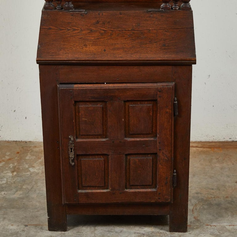 Early 18th Century French Petite Secretaire or Bureau with Projecting Cabinet In Good Condition For Sale In Los Angeles, CA