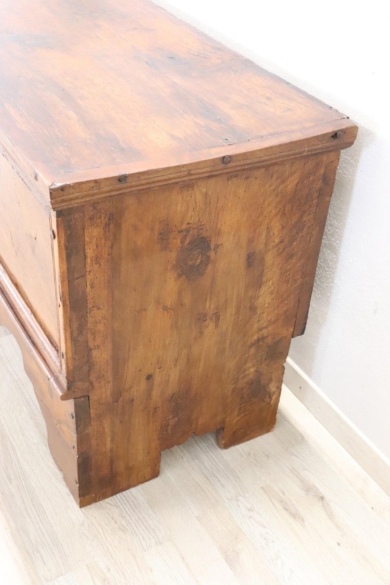 Early 18th Century Italian Solid Walnut Wood Blanket Chest For Sale 1