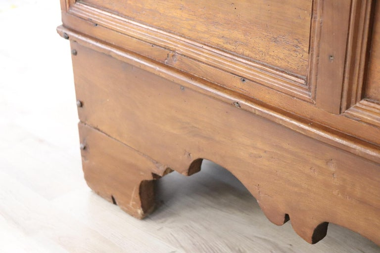 Early 18th Century Italian Solid Walnut Wood Blanket Chest For Sale 5