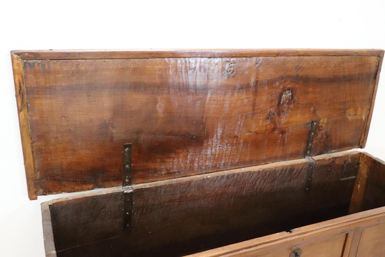 Early 18th Century Italian Solid Walnut Wood Blanket Chest For Sale 6