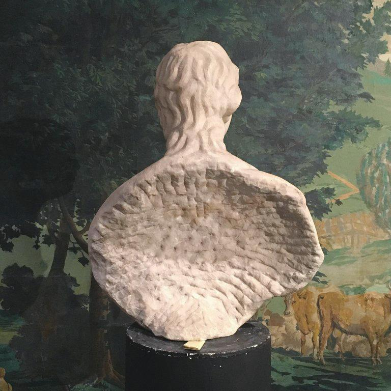 Early 18th Century Italian White Marble Bust Depicting a Man For Sale 1