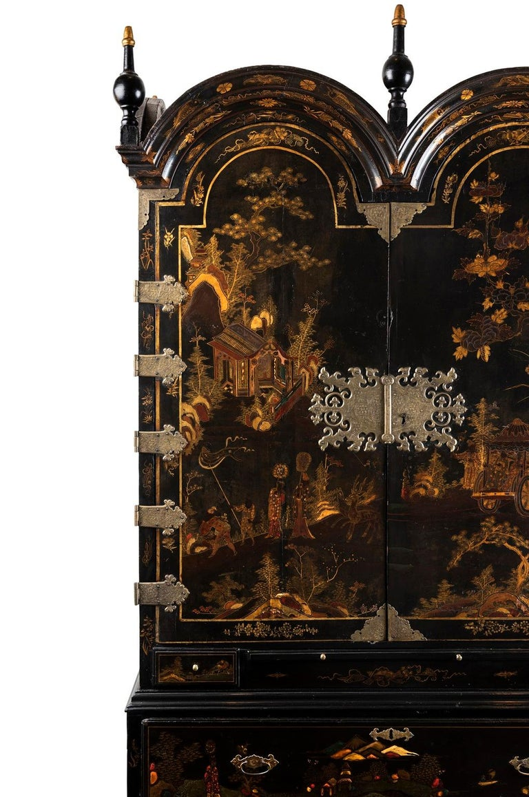 A Late 18th to Early 19th Century Large Chinoiserie Black Lacquer Cabinet For Sale 4