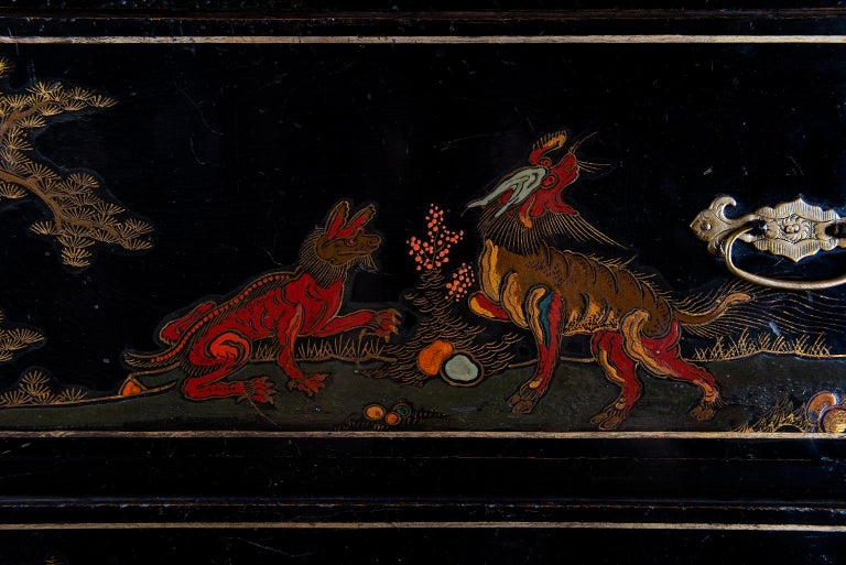 A Late 18th to Early 19th Century Large Chinoiserie Black Lacquer Cabinet In Good Condition For Sale In Armadale, Victoria
