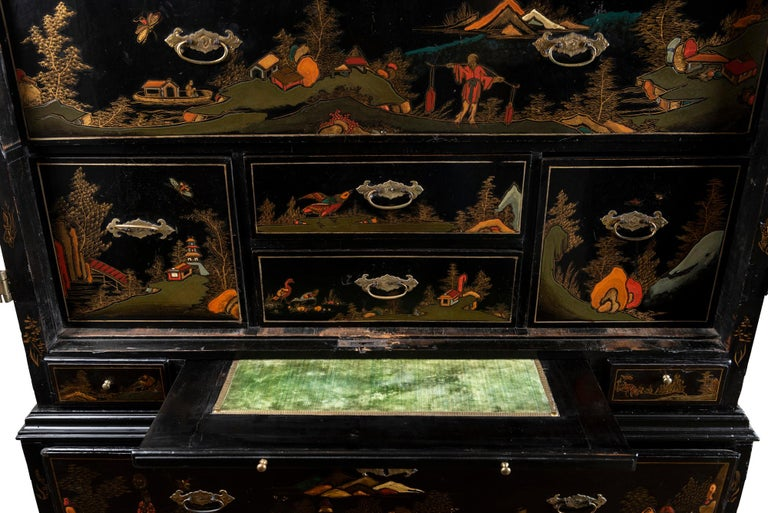 A Late 18th to Early 19th Century Large Chinoiserie Black Lacquer Cabinet For Sale 1