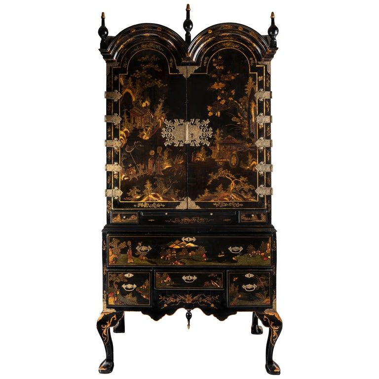 A Late 18th to Early 19th Century Large Chinoiserie Black Lacquer Cabinet For Sale