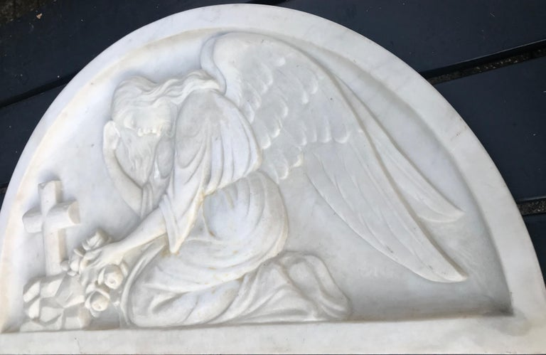 Early 1900 Fine Hand Crafted Marble Wall Plaque with Sculpture of Grieving Angel For Sale 3