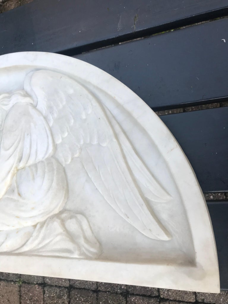 Early 1900 Fine Hand Crafted Marble Wall Plaque with Sculpture of Grieving Angel For Sale 4