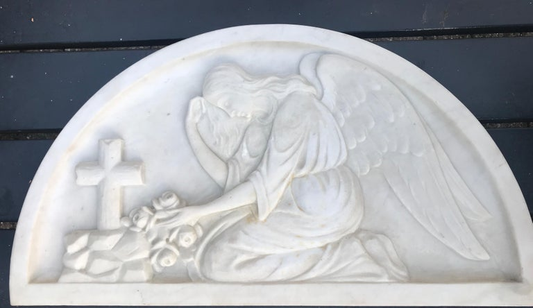 Early 1900 Fine Hand Crafted Marble Wall Plaque with Sculpture of Grieving Angel For Sale 5