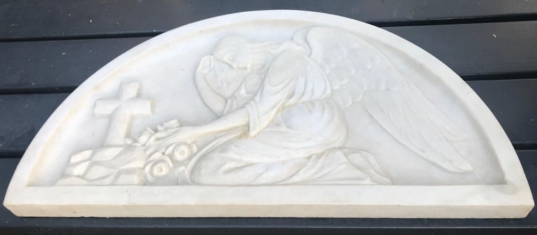 Art Deco Early 1900 Fine Hand Crafted Marble Wall Plaque with Sculpture of Grieving Angel For Sale