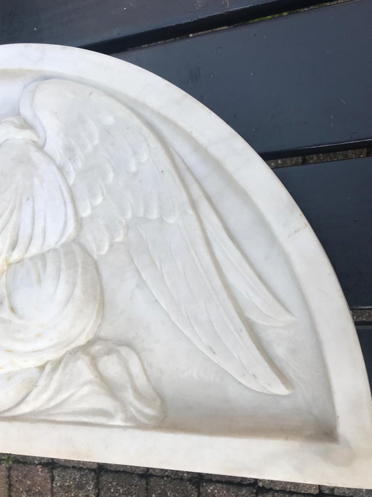Early 1900 Fine Hand Crafted Marble Wall Plaque with Sculpture of Grieving Angel For Sale 6