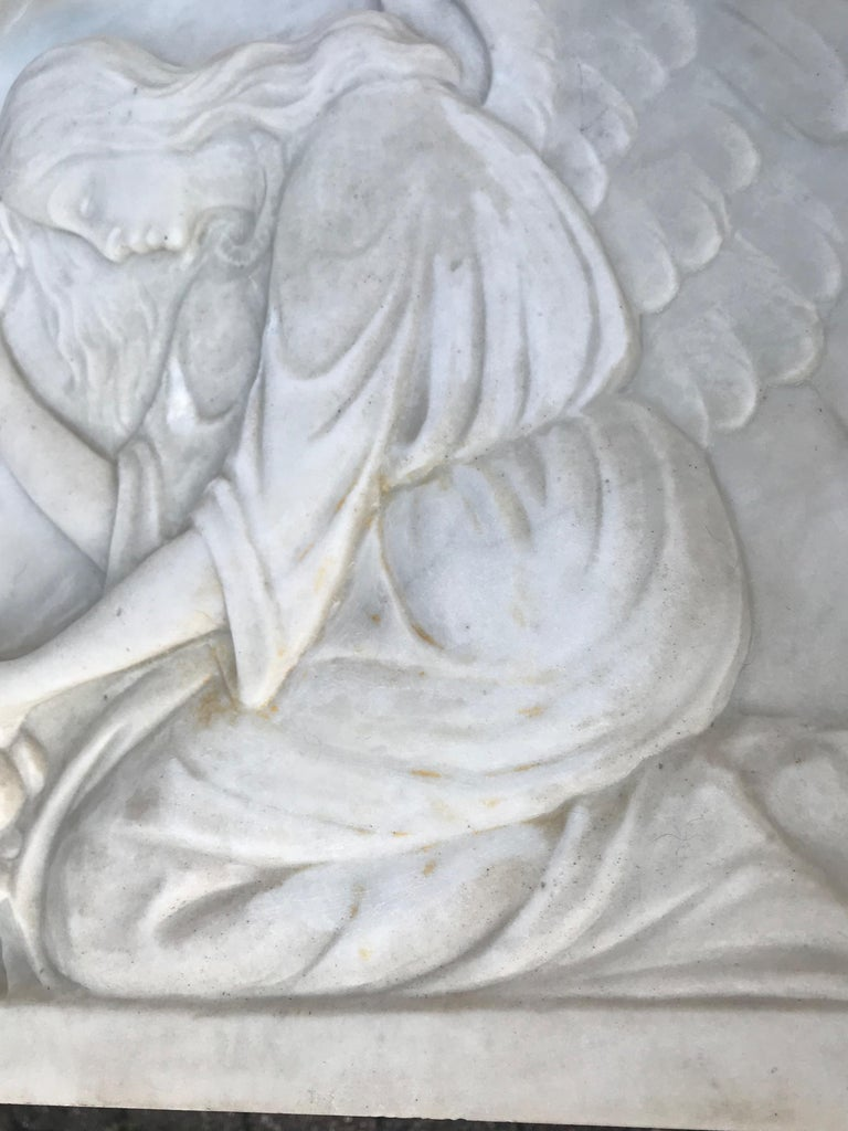 Early 1900 Fine Hand Crafted Marble Wall Plaque with Sculpture of Grieving Angel For Sale 8