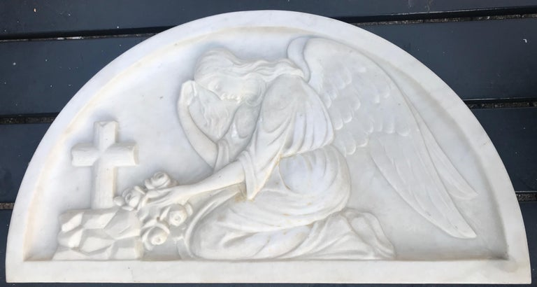 Early 1900 Fine Hand Crafted Marble Wall Plaque with Sculpture of Grieving Angel For Sale 11