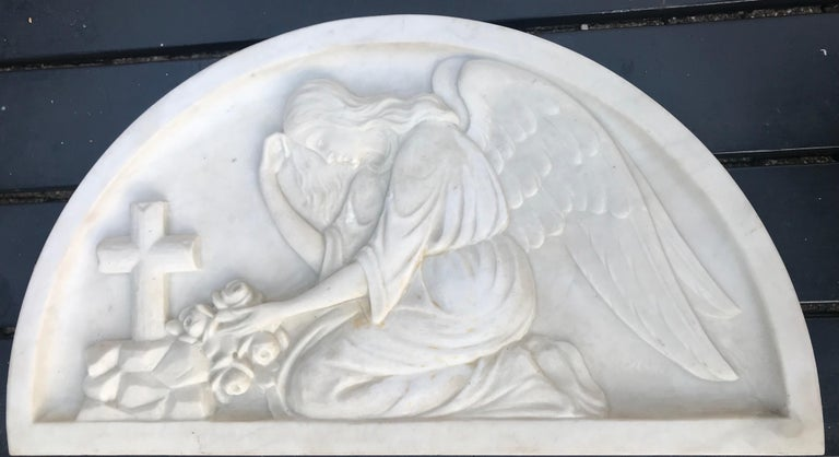 Early 1900 Fine Hand Crafted Marble Wall Plaque with Sculpture of Grieving Angel For Sale 2