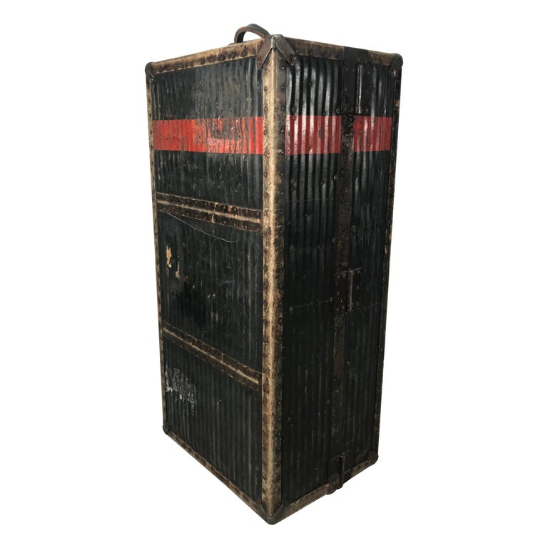 """Early 1900s Antique Steamer Trunk from """"Innovation"""" New York, USA For Sale"""