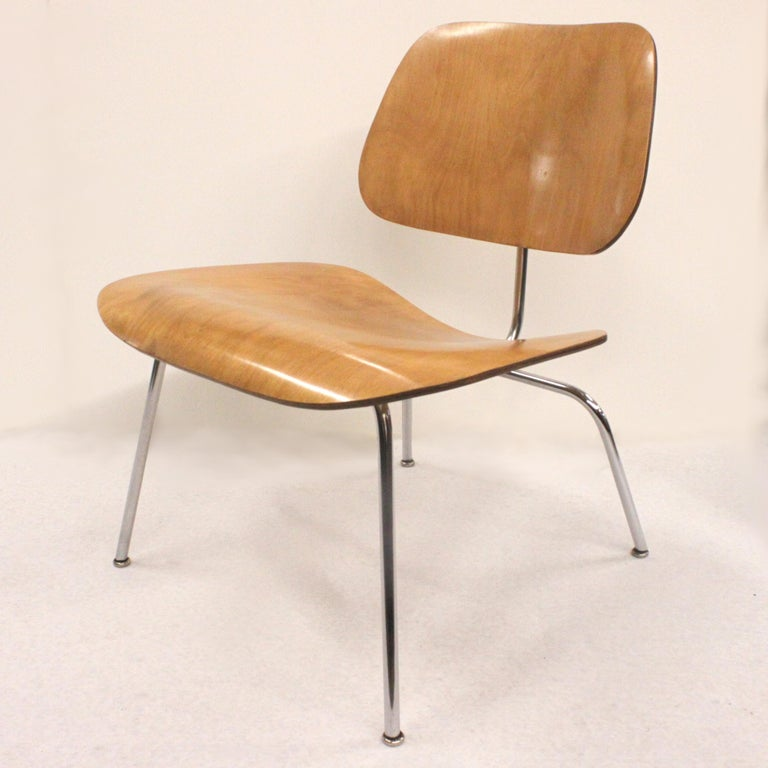Rare early 1950s LCM lounge chair by Charles Eames for Herman Miller. Chair features bent birch plywood seat/back and chrome steel frame. Both plywood and chrome frame are in excellent original condition and there is even the original Herman Miller