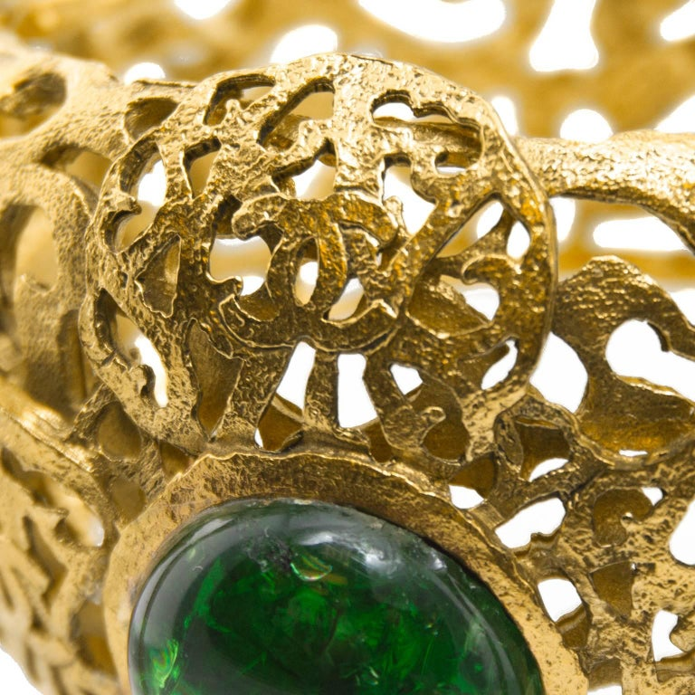 Chanel Gold Tone Filigree Cuff With Emerald Green Poured Glass Stone, Early 1980 For Sale 1