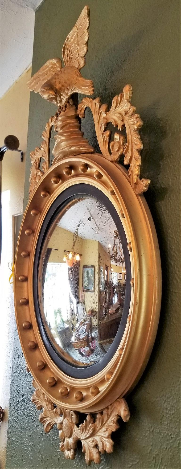 Early 19th Century Federal Eagle Wood and Gesso Gilded Convex Mirror For Sale 5