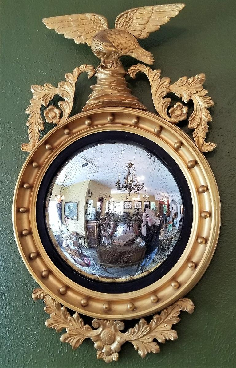 Early 19th Century Federal Eagle Wood and Gesso Gilded Convex Mirror For Sale 8