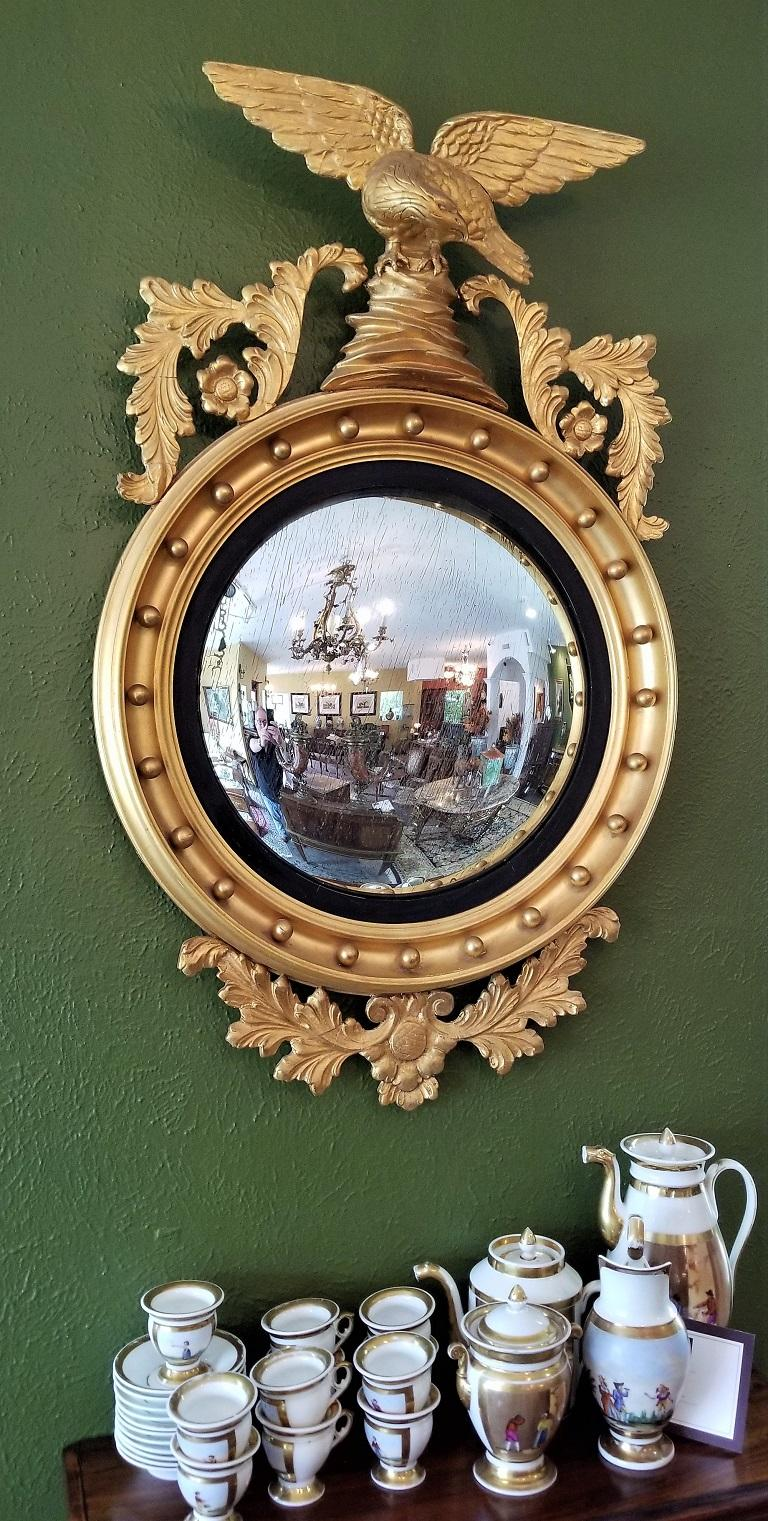 Early 19th Century Federal Eagle Wood and Gesso Gilded Convex Mirror For Sale 9