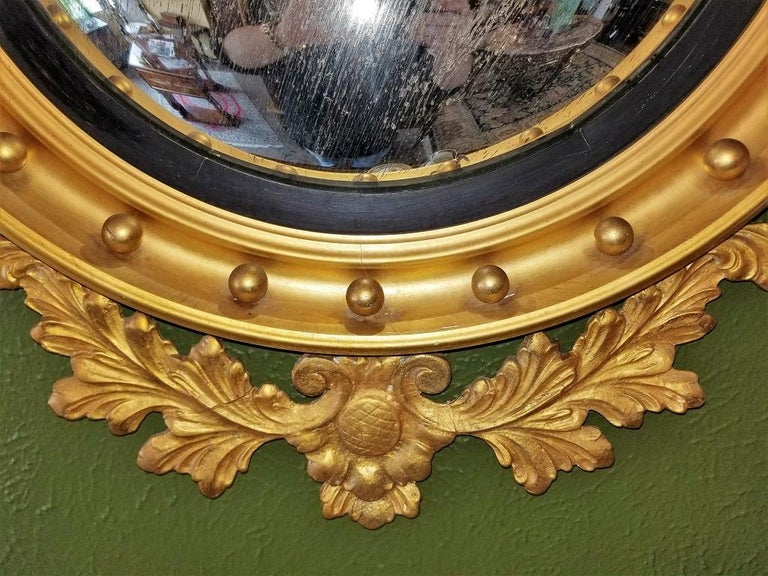 Early 19th Century Federal Eagle Wood and Gesso Gilded Convex Mirror In Good Condition For Sale In Dallas, TX