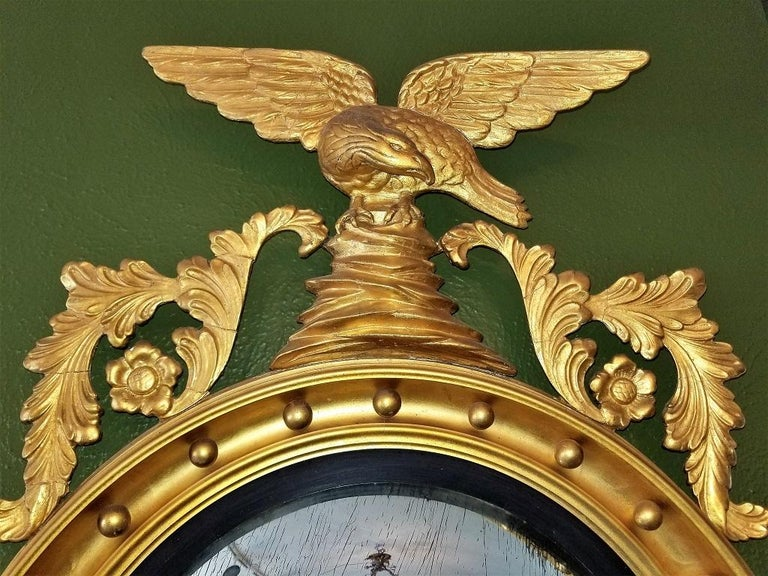 Early 19th Century Federal Eagle Wood and Gesso Gilded Convex Mirror For Sale 1