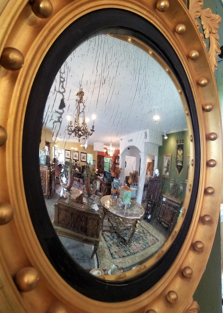 Early 19th Century Federal Eagle Wood and Gesso Gilded Convex Mirror For Sale 2
