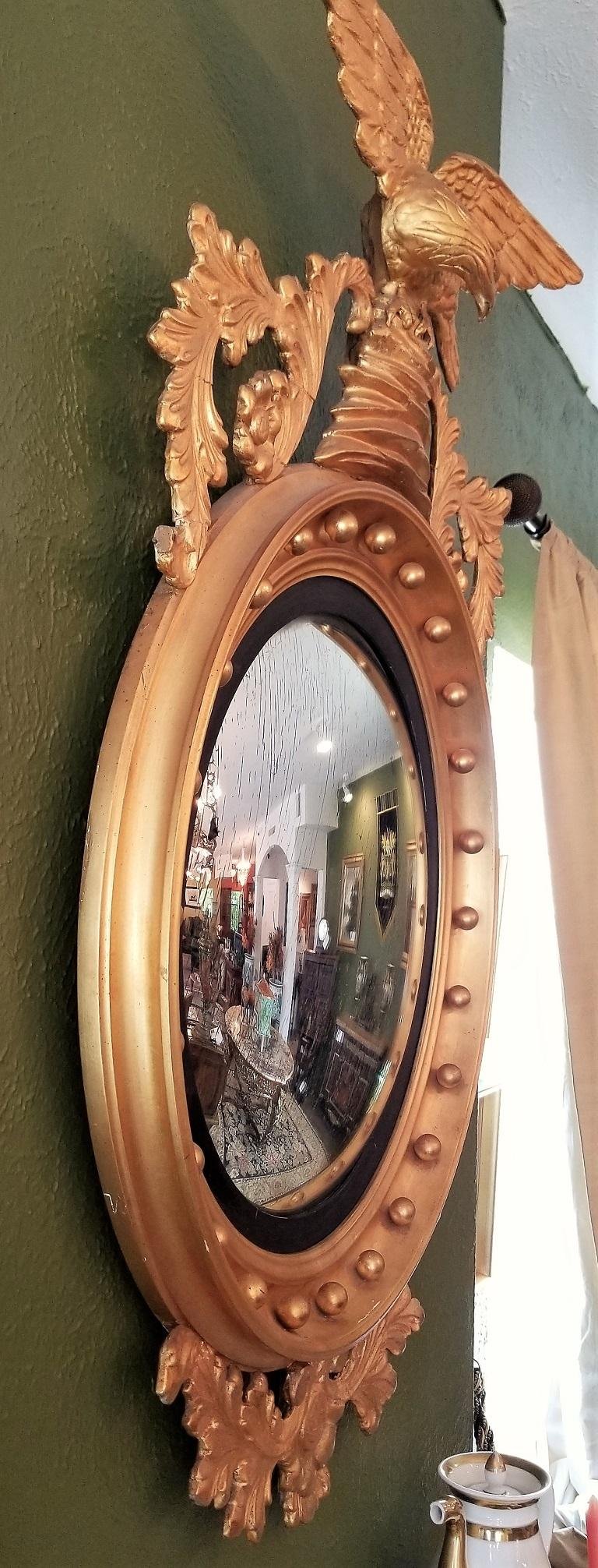 Early 19th Century Federal Eagle Wood and Gesso Gilded Convex Mirror For Sale 4