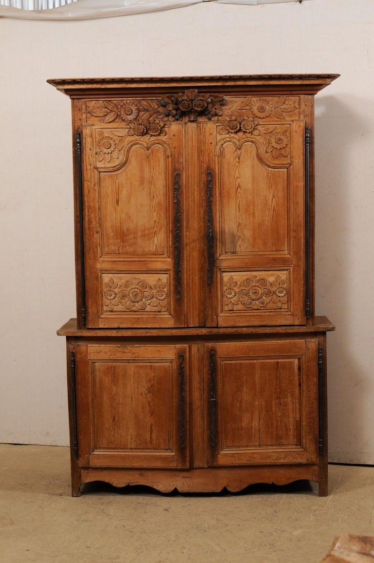 French Buffet à Deux-Corps Adorn with Beautifully Carved Florals In Good Condition For Sale In Atlanta, GA