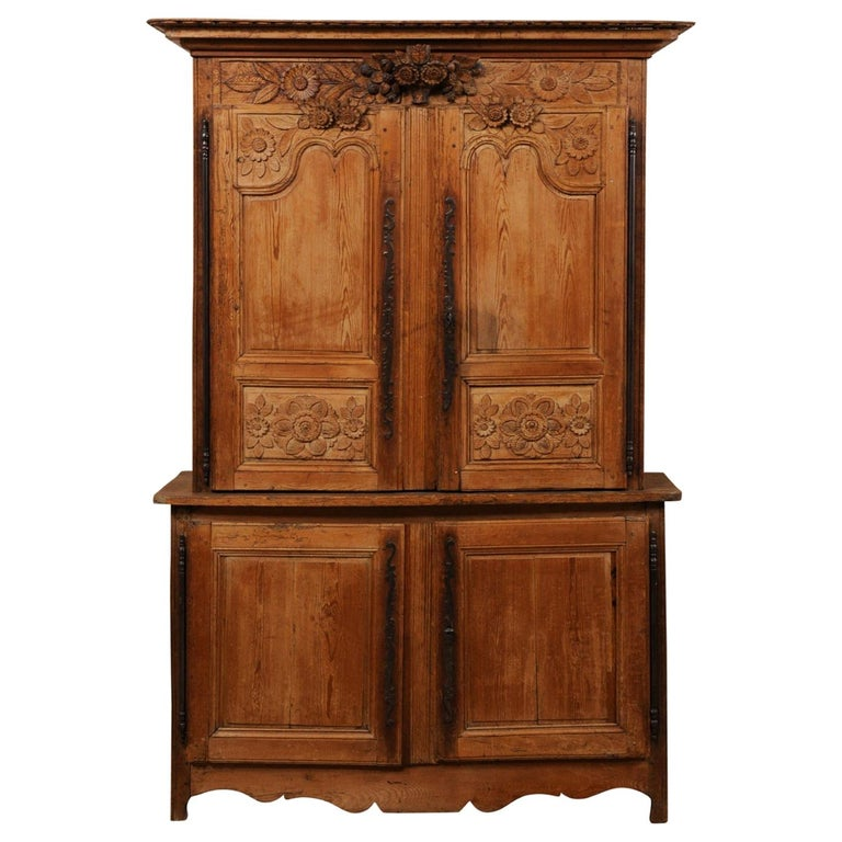 French Buffet à Deux-Corps Adorn with Beautifully Carved Florals For Sale