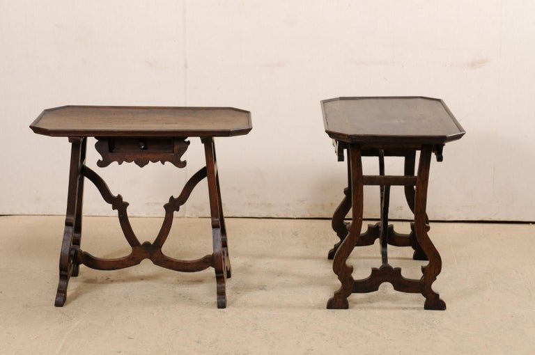 Early 19th C Italian Pair Walnut Side Tables with Lrye-Legs and Single Drawer For Sale 7