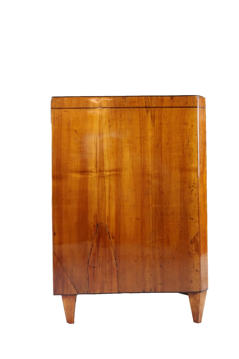 Early 19th Century Biedermeier Period Chest of Drawers, Cherry Tree In Good Condition For Sale In Muenster, NRW